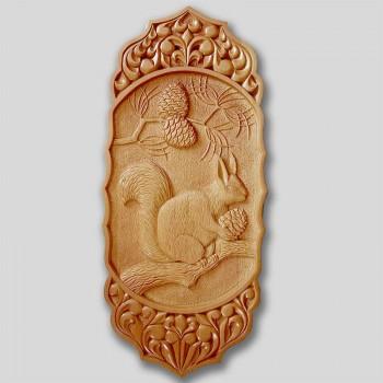 Панно «Белка на дереве»