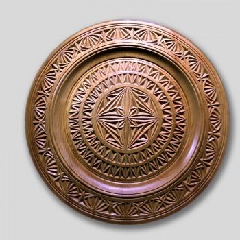 Тарелка деревянная резная  5