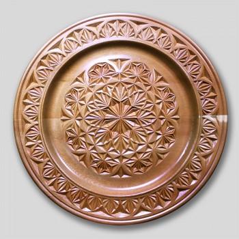 Тарелка деревянная резная  3